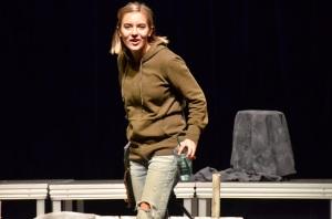 SAG - Kirsten standing
